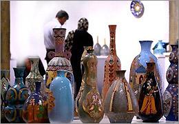 آثار نقاشی و صنایع دستی در حیاط خلوت هنر
