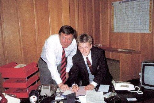 دیوید بکهام در۱۴سالگی کنار فرگوسن / عکس