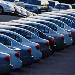 رکود حاکم بر بازار خرید و فروش اتومبیل در مشهد ادامه دارد