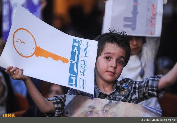 عکس/کلید تدبیر روحانی در دست یک کودک