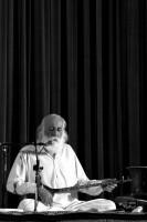 کنسرت محمدرضا لطفی در اهواز (برای بزرگنمایی تصویر کلیک کنید)