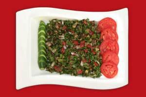 سالادی خوشمزه با ماست چکیده و سبزیجات