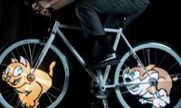دوچرخه ای که انیمیشین رنگی نمایش میدهد / تصاویر