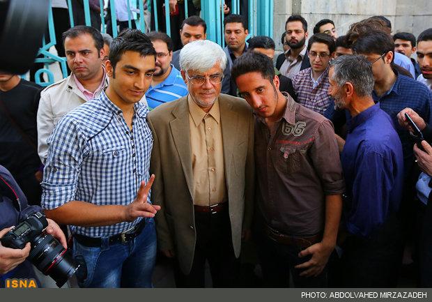 70296 276  (تصاویر) عارف در حسینیه ارشاد رای داد