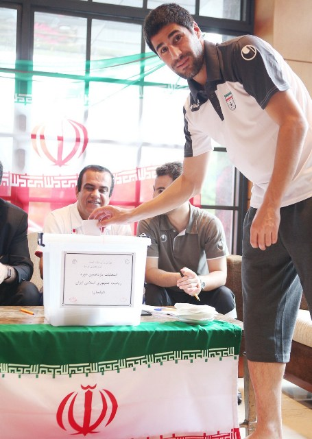 70492 388  (تصویر) رای دادن ملی پوشان در کرهجنوبی