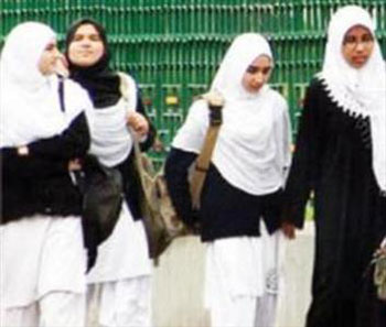 حجاب در این دانشگاه الزامی شد + عکس