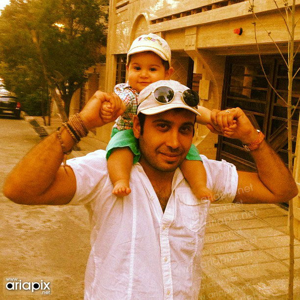 محسن چاوشی و همسرش و پسرش