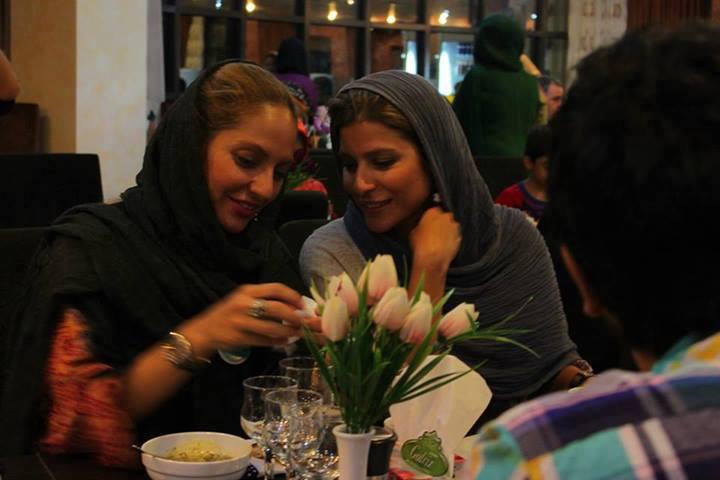 مهناز افشار و سحر دولتشاهی در مراسم افطاری