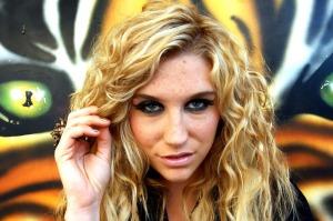 اقدام چندش آور خواننده زن سرشناس که سبب شوکه شدن امریکا شد!! + عکس