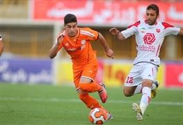 میثم حسینی:هر تیمی که گل نزند،گل می خورد / زمین بازی افتضاح بود