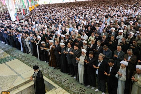 آیا حضور در نماز عید فطر واجب است؟