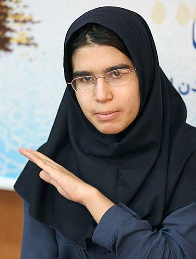 قبولی دختر ۱۳ساله در رشته پزشکی/ عکس