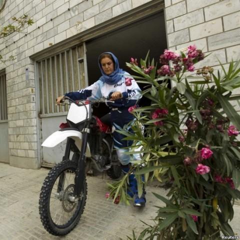 عکس   نورا نراقی موتورسوار حرفه ای ایرانی! +عکس