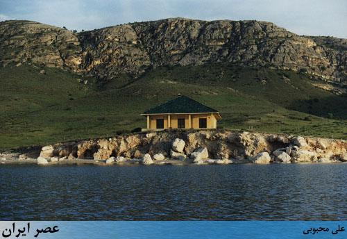 ویلای اشرف پهلوی و بهروز وثوقی در وسط دریاچه ارومیه ( گزارش تصویری)