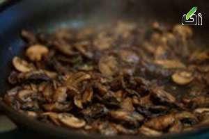 طرز تهیه مرغ با سس قارچ, سس قارچ و مریم گلی, مرغ با سس مریم گلی
