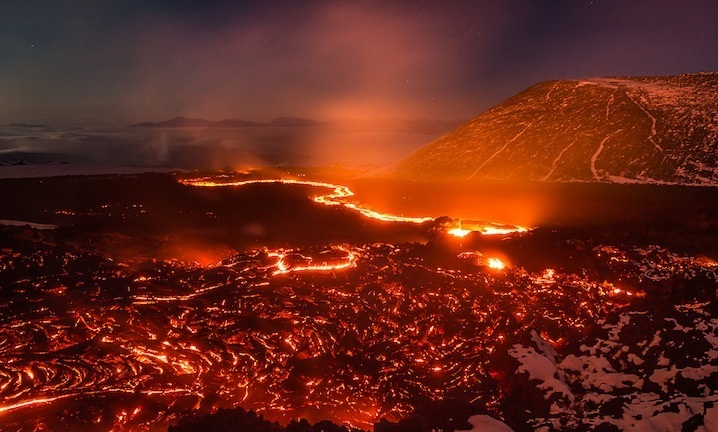 تصاویری زیبا و بی نظیر از دهانه یک آتشفشان