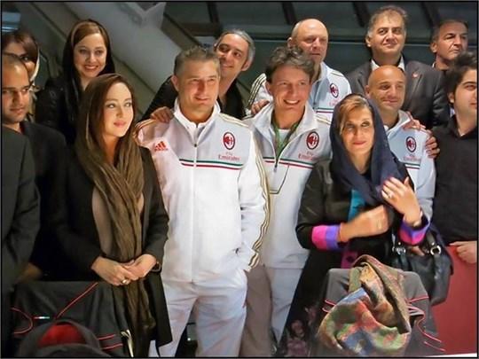 نیکی کریمی در کنار بازیکنان آث میلان / عکس