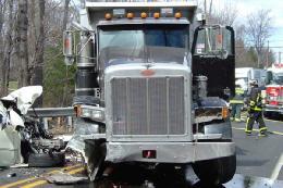 فرار راننده کامیون پس از تصادف