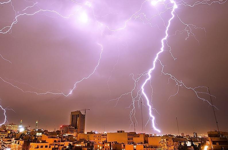 تصاویر دیدنی از رعد و برق های کم نظیر در تهران