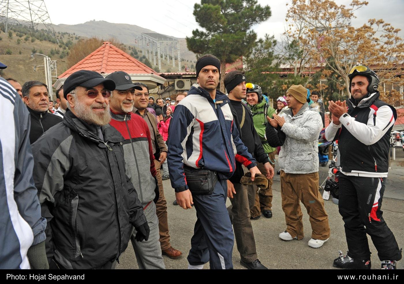 تیپ ورزشی حسن روحانی /کلاه بیس بال بجای عمامه سفید