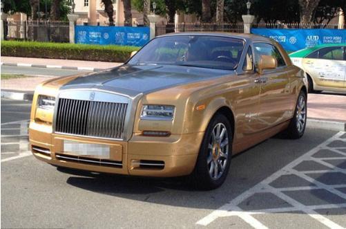 یک روز معمولی در پارکینگ دانشگاه دوبی !/ عکس