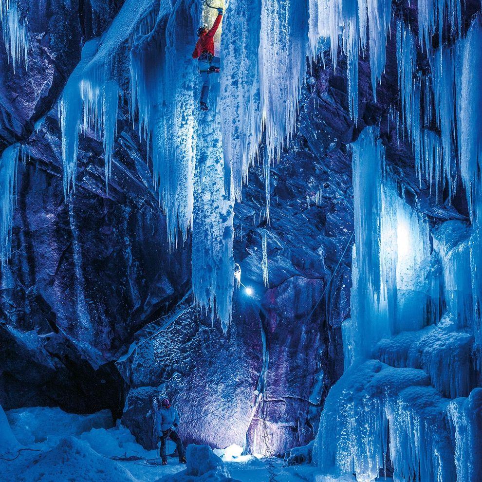 تصاویری بی نظیر از یک آبشار یخ زده در نروژ