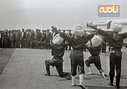 عکسی جالب از رقص ترکمن ها در مراسم استقبال از هاشمی
