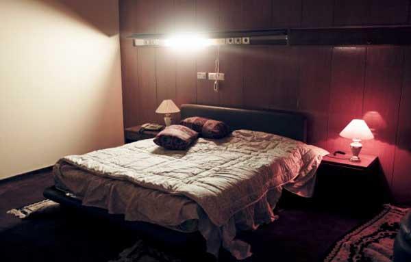 اتاق های جنسی سرهنگ قذافی کشف شد! + عکس