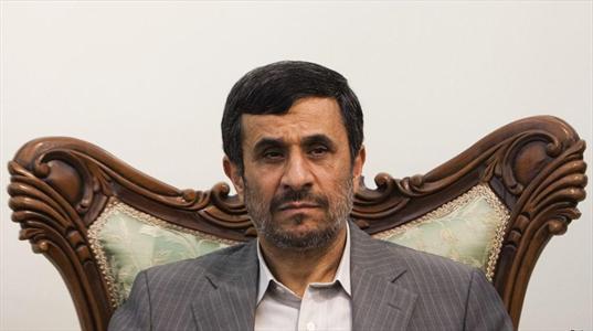 احمدی نژاد همچنان دستور صادر می کند