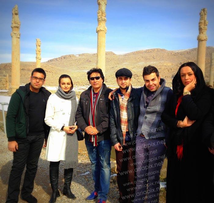 جمعی از بازیگران سریال آوای باران در تخت جمشید شیراز / عکس