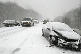 بارش برف در جادههای ۱۳ استان