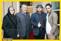عکس جالب و دیدنی حامد بهداد و مادر، دایی و برادر این بازیگر در اختتامیه جشنواره فیلم فجر