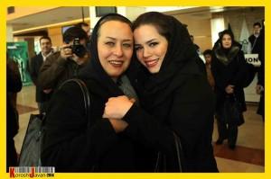 عکسی دیدنی از آزیتا حاجیان در کنار دخترش ملیکا شریفی نیا در حاشیه جشنواره فیلم فجر