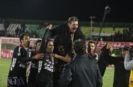 واکنش اولیویرا به شعار هواداران تراکتور علیه علی کریمی/ او انسان بزرگ و قابل احترامی است