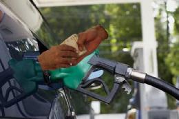 جایگاهداران آماده گرانی ناگهانی بنزین
