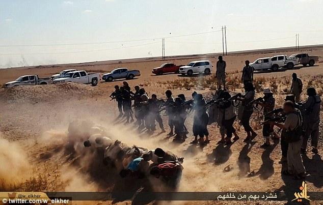 خنده و قهقهه جوخه مرگ تروریست های داعش بر سر اجساد +عکس