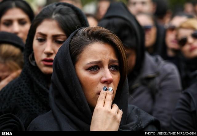 اشک های طرفداران و هنرمندان در مراسم مرتضی پاشایی