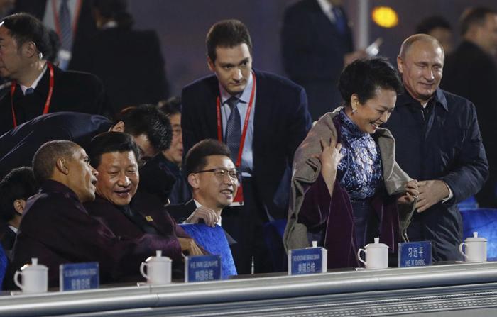 Vakonesh.Com   28bfcf057ec5a48f18c3154c1f2bd324 (تصاویر) خودمانی شدن پوتین و همسر رییس جمهور چین!