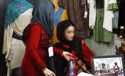 55f193445ae604a972e2c40a0d404d1c simafun.com بد حجابی در نمایشگاه حجاب /تصاویر