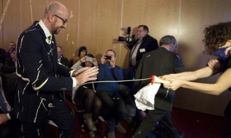 سیب زمینی و سس مایونز به سر و صورت نخست وزیر+عکس