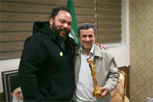 سفر هنرپیشه فرانسوی به تهران و اهدای جایزه به احمدی نژاد +عکس
