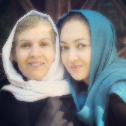 عکس زیبای نیکی کریمی در کنار مادرش