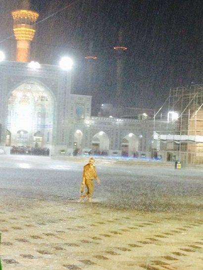 بر اثر بارندگی های شب گذشته مشهد، ۱۲۶ واحد مسکونی و تجاری دچار آبگرفتگی شدند