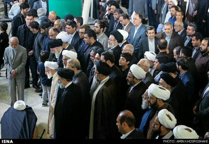 همه نماز میخواندند احمدینژاد عکس یادگاری میگرفت /عکس