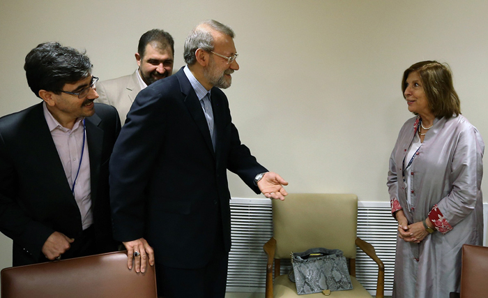 (تصاویر) هدیه لاریجانی به رئیسمجلس انگلیس