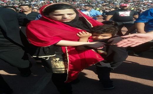 تصاویر پسر و دختر هادی نوروزی در مراسم تشییع جنازه پدرشان