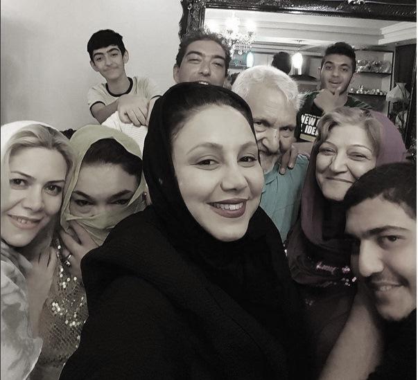 سلفی بهنوش بختیاری با خانواده در منزل پدری + عکس
