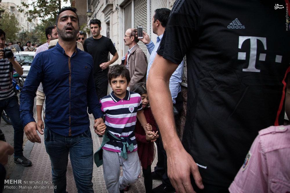 عکس کودکان هادی نوروزی پس از فوت پدرشان