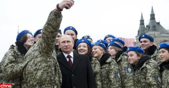 سلفی پوتین با نظامیان زن روسی