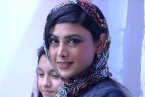 عکس جالب بازیگر جوان، آزاده صمدی در فیلم پنجاه کیلو آلبالو